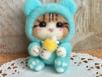 羊毛フェルト にゃんこ 赤ちゃん ブルーのカバーオールの画像