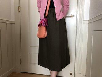 カーキ色ロングタイトスカート(お揃い柄シュシュ付き)の画像