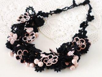 レース&ビーズのネックレス「ビジュー」ブラック&ピンクの画像