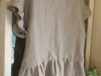 リネンの肩落ちフリル袖ブラウスの画像