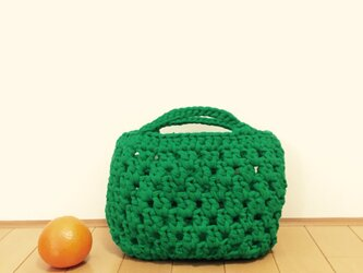 ケールグリーンのネット編みバッグの画像