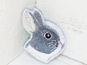 ウサギさん横顔*刺繍ブローチの画像