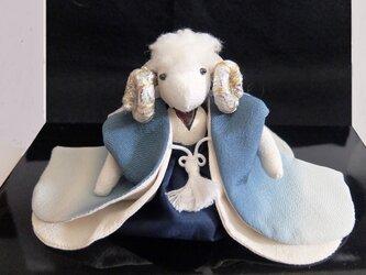ブルーの袴の男ヒツジさんの画像
