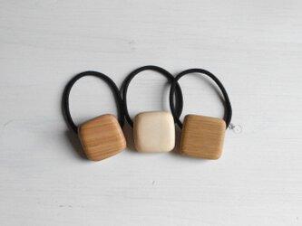 木のヘアゴム ⬜︎の画像