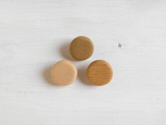 木のブローチ ○の画像