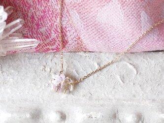 原石のモルガナイトとダイヤモンドクォーツのネックレスの画像