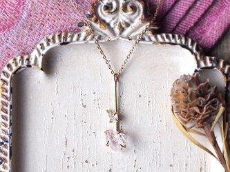 原石のモルガナイトとダイヤモンドクォーツのY字ネックレスの画像