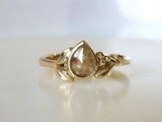 ナチュラルダイヤのK14の指輪(ペアシェイプ)の画像