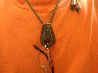 木製 メガネ ホルダー ネックレスの画像
