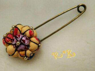 キッチン模様の花のストールピンの画像