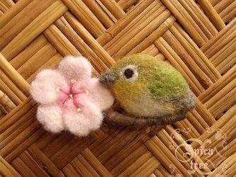 羊毛ブローチ「桜とメジロ 2」の画像