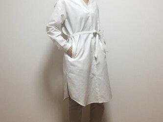 スタンドカラーシャツワンピース(ホワイト)の画像