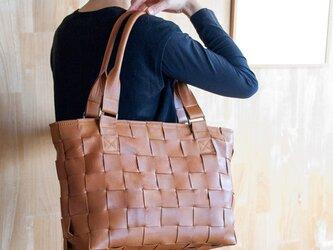 家具の柔らかい牛革製 / 編みレザートートバッグ/大きめ/ キャメルの画像