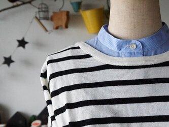 ピンストライプ柄スタンドカラー付け襟のインナー(半袖杢グレー)の画像