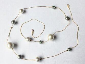 コットンパールロングネックレス シルバーホワイトの画像