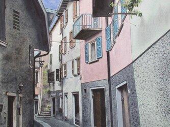 イタリア•ガルダ湖沿いの村の風景の画像