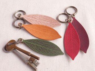 革の葉っぱ キーホルダー(色バリエあり)LKの画像