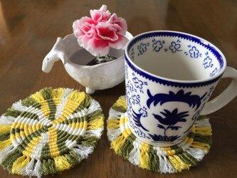 漂白剤が使えるマクラメ編み ぐるぐるコースター(M) 黄色×モスグリーン×白の画像
