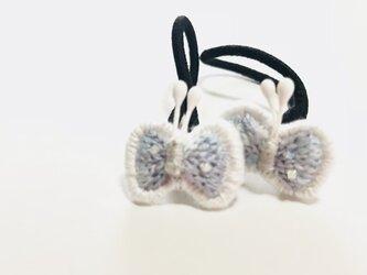 青味系 蝶々の刺繍のヘアゴムの画像