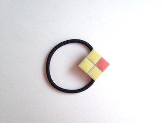 タイルのヘアゴム(黄色×ピンク)の画像