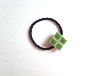 タイルのヘアゴム(緑・四葉のクローバー)の画像
