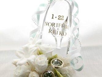 プリザーブドフラワーガラスの靴リングピロー/白い薔薇とジャスミンの祝福の画像