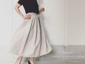 ベージュ光沢レオパードスカートの画像