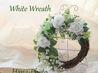 受注制作 大人気の白い花4種!スズラン、バラなどとクローバーのホワイトリース  リース台:20㎝ (126)の画像