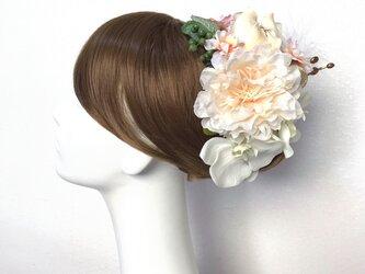 ピオニーと胡蝶蘭のヘッドドレス  成人式 和装婚 羽 ピオニー 芍薬 髪飾り 造花 アーティフィシャルフラワーの画像