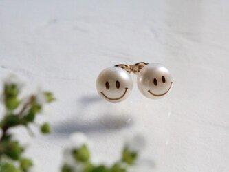 MAKIEパール ピアス <SMILE>の画像