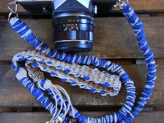 色落ちデニム裂き布麻紐ヘンプカメラストラップ(2重リング)の画像