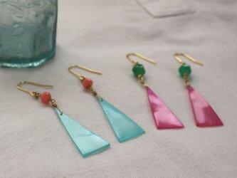 Colorful Shell triangle earrings カラフルシェルのトライアングル ピアス/イヤリングの画像