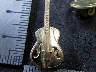 真鍮製ミニギター型ピンズブローチ 結婚式・シャツジャケットやハットの飾りにの画像