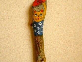 【温泉流木】福を掲げる和風猫 壁掛けオブジェ ペインティング雑貨 流木インテリア 流木アートの画像