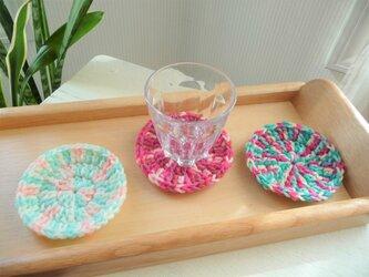 かぎ針編みのコースター 3枚組 (ピンクマーブル)の画像