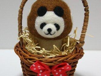 羊毛フェルトキノコパンダのマスコット(茶色):ミニかご入りの画像