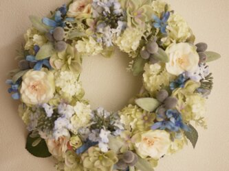 ブルーの小花のガーデンリースの画像