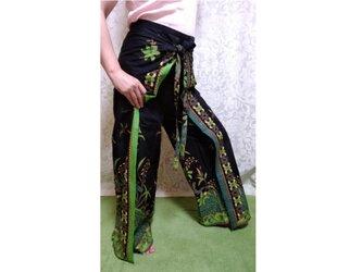 バティックラップパンツ 黒×緑系の画像