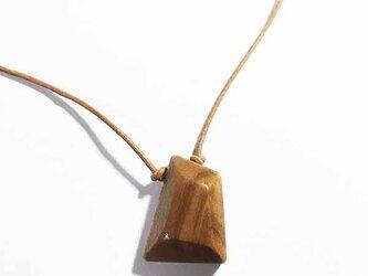 桜の木の 台形ネックレスの画像