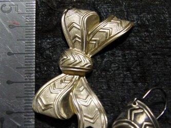 軽量,真鍮ブラス製リボンモチーフ/ピアス部分=チタン カラー選択=1個の販売の画像