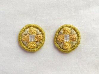 刺繍ピアス【mimosa】光の花の画像