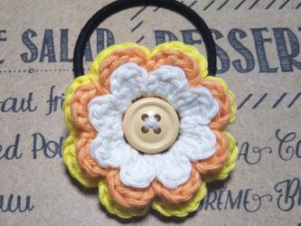 142*爽やかかわいいお花 ヘアゴム 花 ホワイト イエロー オレンジ シュシュ 手編みの画像