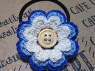 143*爽やかかわいいお花 ヘアゴム 花 ホワイト ブルー 水色 シュシュ 手編み ヘアの画像