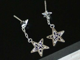 揺れる透かし星のピアス【送料無料】揺れる唐草の星を取り外して他のピアスにも使える多用途ピアスの画像