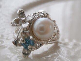 淡水パールとブルートパーズのリングの画像
