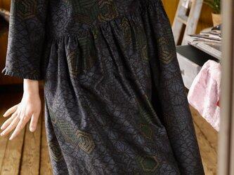 正絹結城紬亀甲柄ワンピースの画像