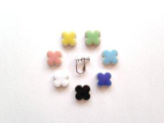 花タイルのイヤリング(7色からお選びください)の画像