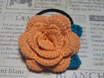 144*立体的なバラのヘアゴム 花 オレンジ ピンク 朱色 赤  薔薇の画像