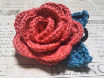 146*立体的なバラのヘアゴム 花 ピンク 朱色 赤  薔薇の画像