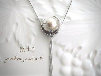 送料無料*Crescent moon & pearl *シルバー色*ロングネックレスの画像